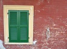 Πράσινο κλειστό παράθυρο Στοκ φωτογραφίες με δικαίωμα ελεύθερης χρήσης