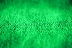 Πράσινο λεπτό μαλακό υπόβαθρο του ομαλού υφάσματος βελούδου γουνών Σύσταση του πορφυρού μαλακού μαλλιαρού γενικού κλωστοϋφαντουργ στοκ εικόνα με δικαίωμα ελεύθερης χρήσης