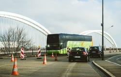Πράσινο λεωφορείο Flixbus στα γερμανικοντα- σύνορα στοκ φωτογραφία με δικαίωμα ελεύθερης χρήσης
