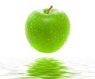 πράσινο μήλου juicy υγρός Στοκ φωτογραφία με δικαίωμα ελεύθερης χρήσης