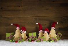 Πράσινο μήλου και κόκκινα άσπρα ελεγχμένα κιβώτια δώρων Χριστουγέννων με το sant Στοκ Φωτογραφία