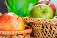 πράσινο μήλου κόκκινο στοκ εικόνες