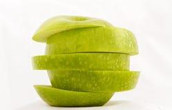 πράσινο μήλου που τεμαχίζ& Στοκ Εικόνες