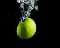 πράσινο μήλου ύδωρ Στοκ εικόνες με δικαίωμα ελεύθερης χρήσης