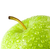 Πράσινο μήλο με τις πτώσεις νερού σε ένα άσπρο υπόβαθρο Στοκ Φωτογραφία