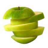 Πράσινο μήλο φωτογραφικών διαφανειών στη φέτα βημάτων Στοκ εικόνα με δικαίωμα ελεύθερης χρήσης