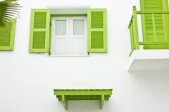 Πράσινο μπαλκόνι και πράσινο παράθυρο Στοκ Φωτογραφία