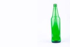 Πράσινο μπουκάλι μπύρας για το κόμμα ποτών μπύρας στο άσπρο ποτό υποβάθρου που απομονώνεται Στοκ Εικόνα