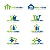 Πράσινο μπλε και πορτοκαλί διανυσματικό καθορισμένο σχέδιο λογότυπων οικογενειακών κατοικιών Στοκ Εικόνα