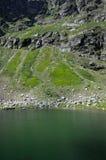 Πράσινο νερό για την μπλε λίμνη, στα Πυρηναία Στοκ εικόνα με δικαίωμα ελεύθερης χρήσης