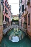 Πράσινο νερό Aqua των καναλιών στη Βενετία το χειμώνα Στοκ Εικόνα
