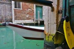 Πράσινο νερό Aqua των καναλιών στη Βενετία το χειμώνα Στοκ εικόνα με δικαίωμα ελεύθερης χρήσης
