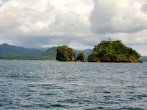Πράσινο νησί κάπου στις Φιλιππίνες στοκ εικόνες