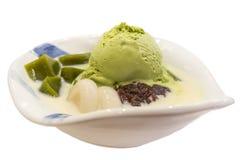 Πράσινο παγωτό τσαγιού με την κόκκινη ζελατίνα φασολιών στοκ φωτογραφίες