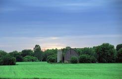 πράσινο παλαιό σιλό αγροτ&io Στοκ Φωτογραφίες