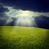 Πράσινο πεδίο με το φως του Ιησού Στοκ εικόνα με δικαίωμα ελεύθερης χρήσης