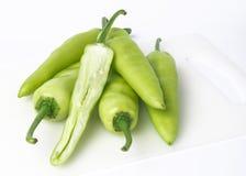 Πράσινο πιπέρι που απομονώνεται σε ένα λευκό Στοκ εικόνες με δικαίωμα ελεύθερης χρήσης