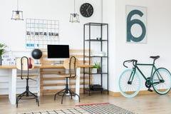 Πράσινο ποδήλατο θάλασσας στην επιχείρηση Στοκ Εικόνες