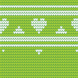 Πράσινο πλεκτό άνευ ραφής σχέδιο με τις άσπρα καρδιές και τα λωρίδες Kn Στοκ φωτογραφίες με δικαίωμα ελεύθερης χρήσης