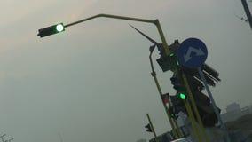 Πράσινο σήμα κυκλοφορίας στην πόλη Jeddah απόθεμα βίντεο
