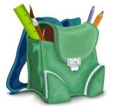 Πράσινο σακίδιο πλάτης με τις σχολικές προμήθειες Στοκ Εικόνες
