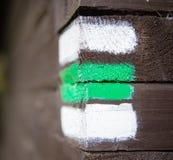 Πράσινο σημάδι στον ξύλινο τοίχο, τσεχικός τουρισμός Στοκ Εικόνες