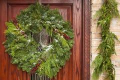 Πράσινο στεφάνι Χριστουγέννων διακοπών Στοκ εικόνα με δικαίωμα ελεύθερης χρήσης