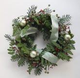 πράσινο στεφάνι Χριστουγέ& Στοκ Εικόνα