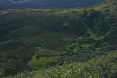 Πράσινο σχέδιο φύσης στα βουνά στοκ φωτογραφία με δικαίωμα ελεύθερης χρήσης