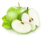 Πράσινο σύνολο μήλων περικοπών που απομονώνεται σε ένα άσπρο υπόβαθρο Στοκ εικόνες με δικαίωμα ελεύθερης χρήσης