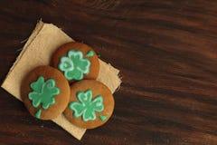 Πράσινο τριφύλλι ST Πάτρικ Day Cookies Ready να φάει στοκ εικόνες