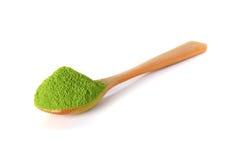 Πράσινο τσάι σκονών με το κουτάλι μπαμπού Στοκ εικόνα με δικαίωμα ελεύθερης χρήσης