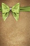 Πράσινο τόξο στη σύσταση της συσκευασίας εγγράφου στοκ εικόνα με δικαίωμα ελεύθερης χρήσης