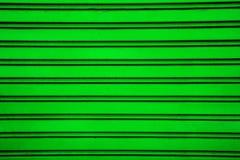 Πράσινο υπόβαθρο πορτών παραθυρόφυλλων κυλίνδρων χάλυβα (πόρτα γκαράζ με το ho Στοκ Εικόνα