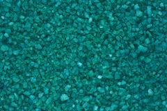 Πράσινο υπόβαθρο, της υφής επιφάνεια από τη μικρή σμαραγδένια κινηματογράφηση σε πρώτο πλάνο χαλικιών στοκ εικόνα με δικαίωμα ελεύθερης χρήσης