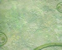 Πράσινο υπόβαθρο grunge με τα φύλλα και το ανακύκλωσης σύμβολο Στοκ Εικόνα