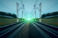 Πράσινο φως στο θολωμένο κίνηση αφηρημένο υπόβαθρο σιδηροδρόμων Στοκ φωτογραφίες με δικαίωμα ελεύθερης χρήσης