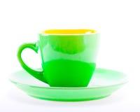 Πράσινο φλυτζάνι χρώματος στο πιάτο Στοκ φωτογραφίες με δικαίωμα ελεύθερης χρήσης