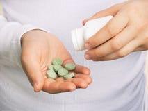 πράσινο χάπι χεριών Στοκ Εικόνα