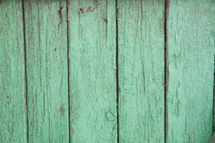 Πράσινο χρώμα αποφλοίωσης σε ένα παλαιό ξύλινο υπόβαθρο Στοκ εικόνες με δικαίωμα ελεύθερης χρήσης