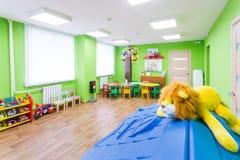 Πράσινο δωμάτιο παιχνιδιών στον παιδικό σταθμό Στοκ φωτογραφίες με δικαίωμα ελεύθερης χρήσης