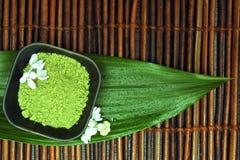 πράσινο mud spa λευκό λουλο&upsilo Στοκ Φωτογραφίες