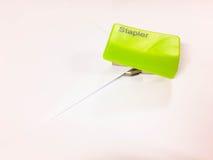 Πράσινο Stapler Στοκ εικόνες με δικαίωμα ελεύθερης χρήσης