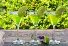 Πράσινο tequila και ξινό κοκτέιλ της Apple Στοκ Φωτογραφίες