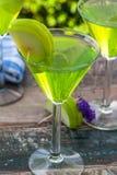 Πράσινο tequila και ξινό κοκτέιλ της Apple Στοκ Εικόνες