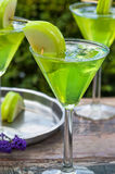 Πράσινο tequila και ξινό κοκτέιλ της Apple Στοκ φωτογραφία με δικαίωμα ελεύθερης χρήσης