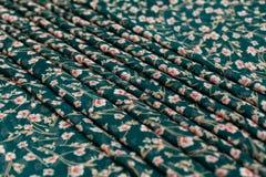 Πράσινο textil χρώματος, ύφασμα μεταξιού με τις πτυχές Στοκ Φωτογραφία