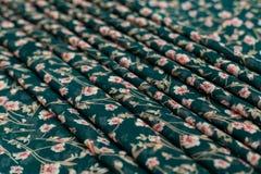 Πράσινο textil χρώματος, ύφασμα μεταξιού με τις πτυχές Στοκ Εικόνα