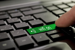 Πράσινο wifi κουμπιών επάνω Στοκ Εικόνες
