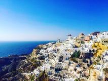 Πρέπει να επισκεφτείτε το μέρος σε Santorini - Oia Στοκ εικόνα με δικαίωμα ελεύθερης χρήσης